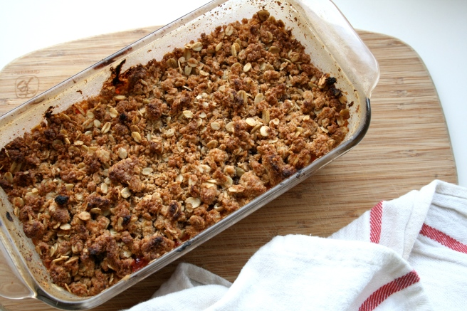 vegan apple rhubarb crumble